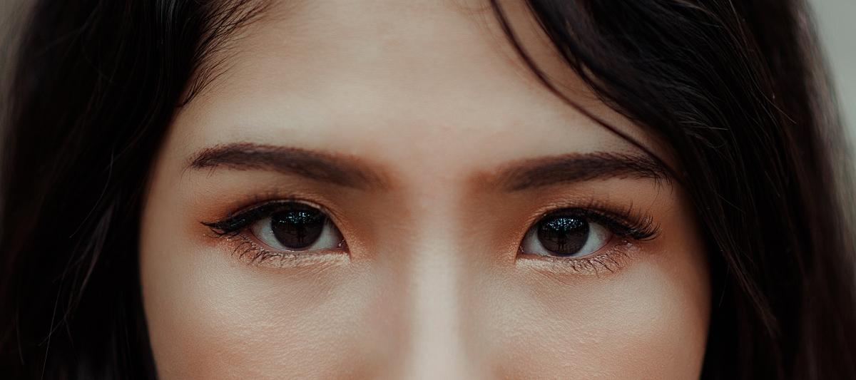 cuidar contorno de ojos