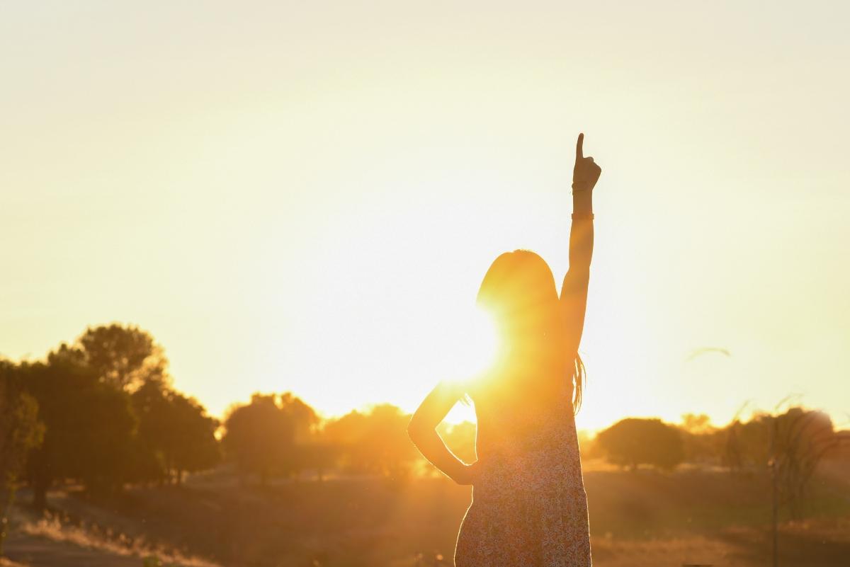 protege del sol el contorno de ojos