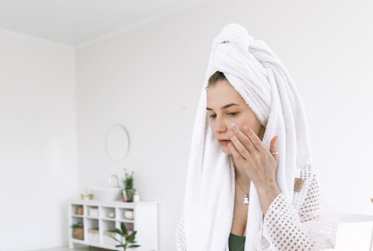 eliminar acné agua micelar