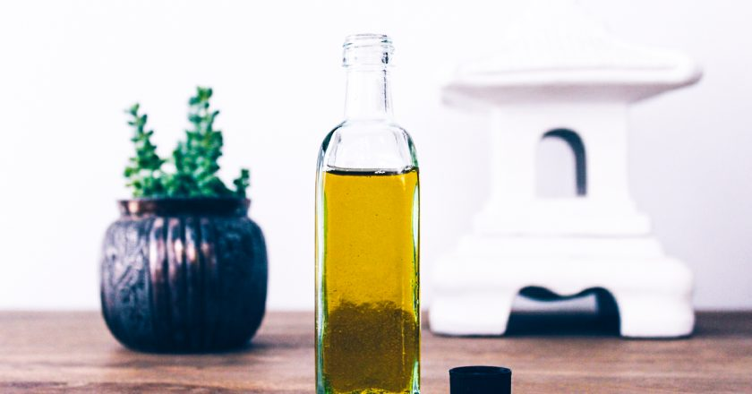 ¿Cómo hacer un aceite corporal casero?